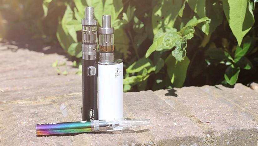 Understanding e-cigarettes: choosing between standard and variable voltage batteries